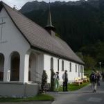 Englische Kirche, im Privatbesitz der Frau mit den grünen Hosen